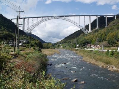 広島中央フライトロード 沼田川渓谷を越える広島空港大橋