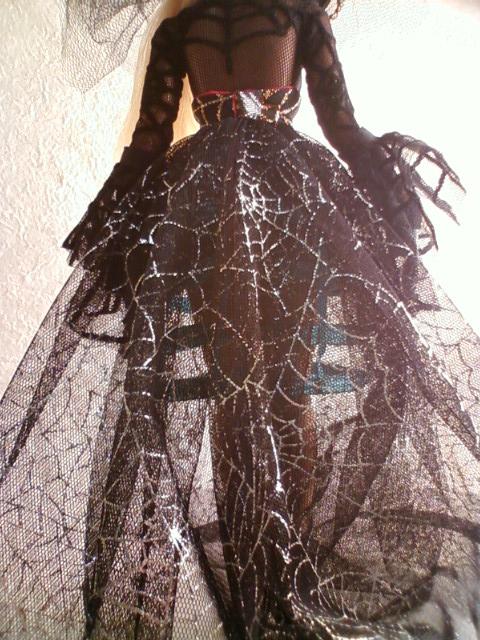 crinoline_spider_b.jpg