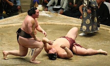 大相撲・白鵬勝ち3