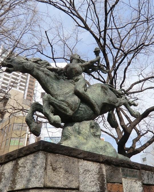 3月13日-世界連邦平和像-長崎の平和記念像で知られる北村西望氏制作のブロンズ像