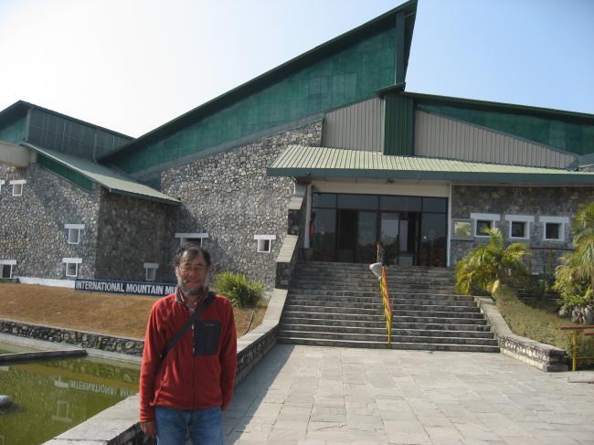 701山岳博物館の前