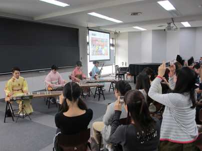 琴・三味線体験授業 チーム牡丹