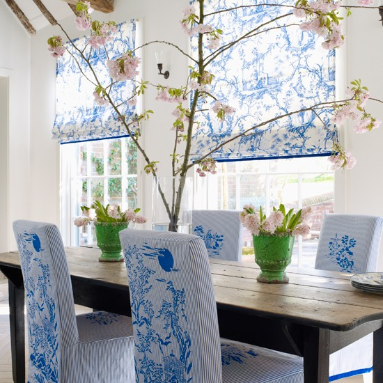 Blue-Chinoiserie-dining-room-Homes-and-Gardens-Housetohome.jpg