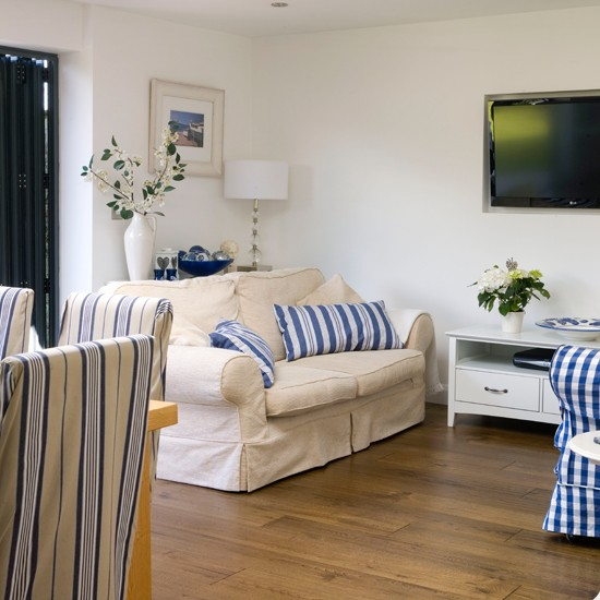 Blue-and-Cream-Country-living-room-Style-at-Home--Housetohome.jpg