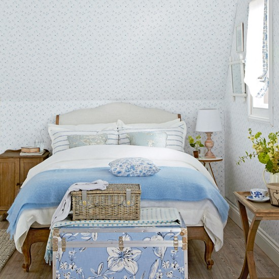 Blue-and-White-Floral-Bedroom-Ideal-Home-Housetohome.jpg