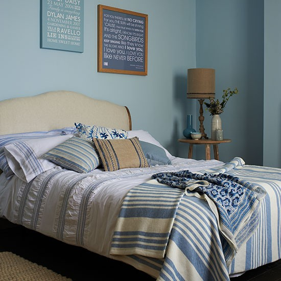 Duck-Egg-Blue-Bedroom-Country-Homes-and-Interiors-Housetohome.jpg