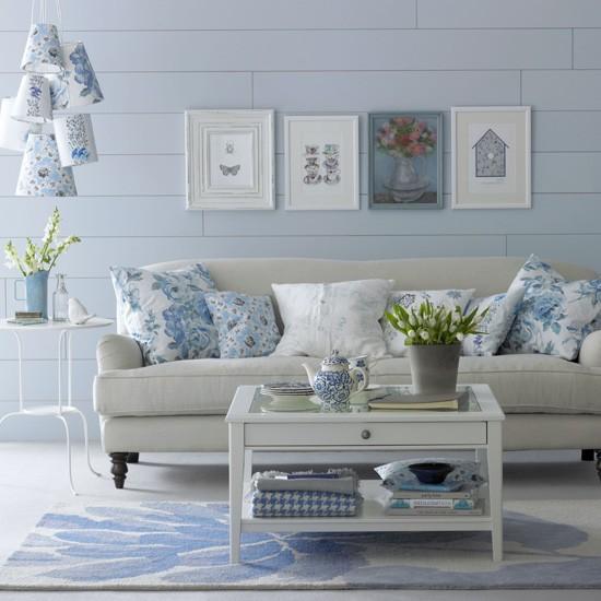 Floral-blue-living-room---Blue-decorating-ideas.jpg