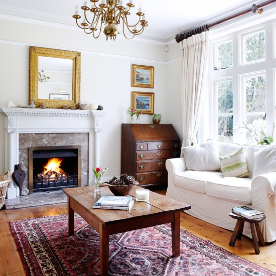 Off-White-and-Wood-Living-Room-Country-Homes-and-Interiors-Housetohome.jpg