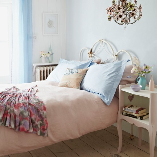 Pastels-Country-Bedroom--Country-Homes-and-Interiors-Housetohome.jpg
