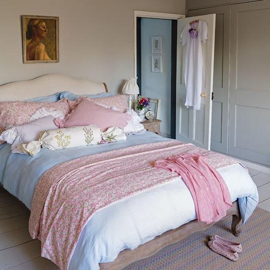 Pretty-pastel-bedroom-Country-Homes--Interiors.jpg