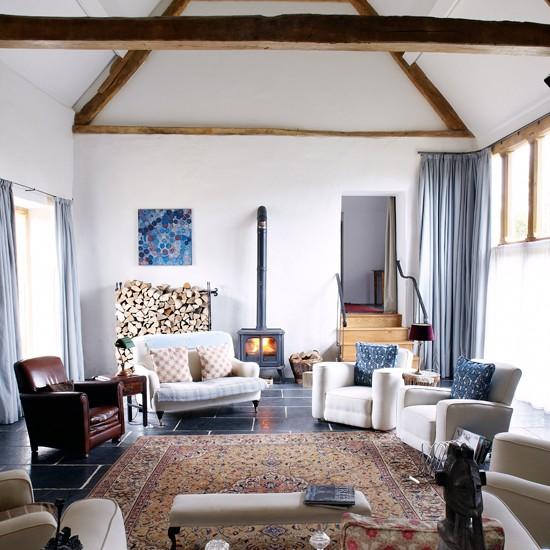 White-Beamed-Living-Room-Country-Homes--Interiors-Housetohome.jpg