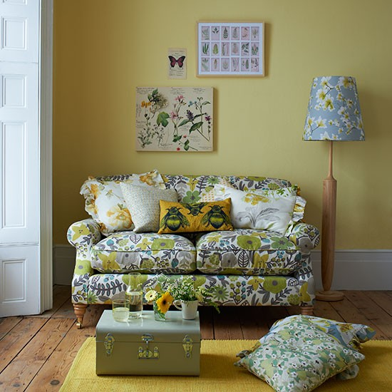 Yellow-and-Green-Floral-Living-Room-Country-Homes-and-Interiors-Housetohome.jpg