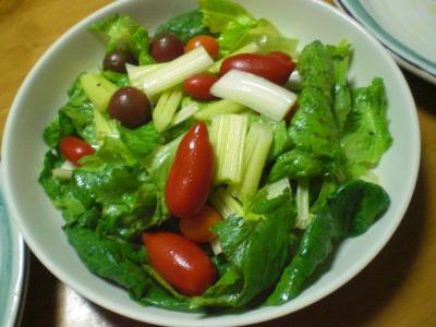 トマト・セロリ・ロメインレタスのサラダ