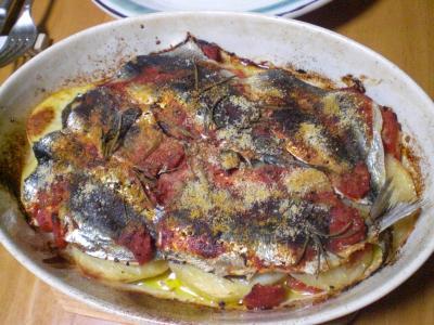 イワシとジャガイモ・トマトの重ね焼き