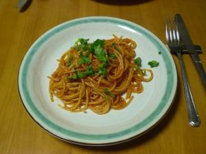 アンチョビ風味トマトソースのパスタ
