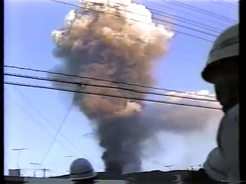 三原山大噴火 爆発直後噴煙