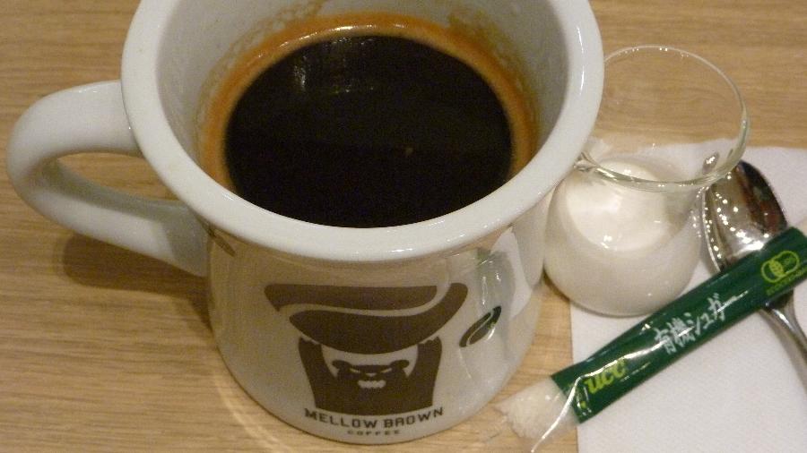 チェーン店 MELLOW BROWN COFFE(メロウブラウンコーヒー)ロングブラック 税込520円