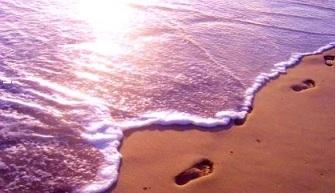 footprints-man-beach-morning-31000.jpg