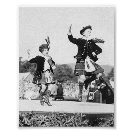 キルトの踊ることの2人のスコットランドの子供_ポスター-rf7be1f2d80dd40a3926d624765821e3a_a4rr9_8byvr_512