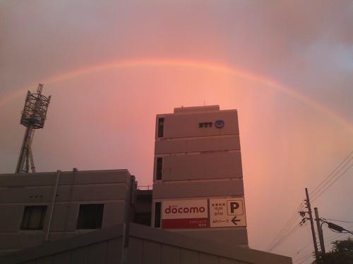 駐車場から虹
