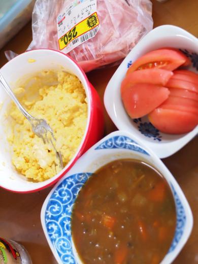 カレースープとサンドイッチの具
