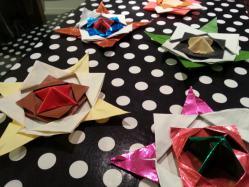 【子供と遊ぶ】 子供と遊ぶ折り紙で恐竜を作る♪折り紙でコマを作る♪