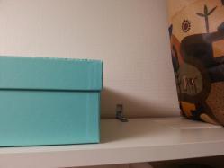 【こだわり収納術】 地震発生時の荷物落下防止対策:滑り止めシートを棚板に貼り付け♪