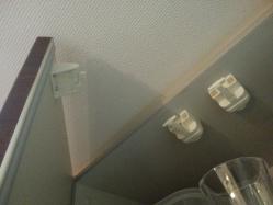 【防災グッズ】 【地震・防災対策】キッチン(台所)吊り戸棚の扉ロック皿守る!