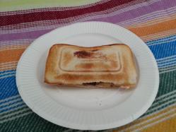 【必見キャンプ生活】 キャンプでホットサンド作り♪チョコバナナにマシュマロ挟んで焼きあげる!