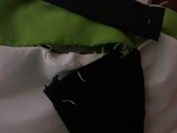 【必見キャンプ生活】 嫁が白ケシュア(2secondsxxliiiifresh)テントの肩ベルト破損を修復!♪