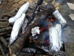 キャンプで焼き芋