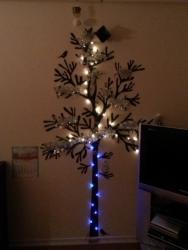 ウォールステッカーでクリスマスツリー(少し照明)②