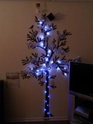 ウォールステッカーでクリスマスツリー(少し照明)①