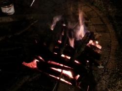 【必見キャンプ生活】 非常時に活躍する「焚き火発電装置:BioLiteキャンプストーブ」♪
