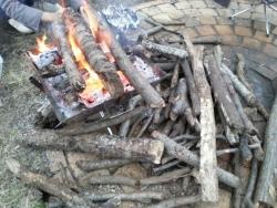 【必見キャンプ生活】 拾った薪(コナラとクヌギ)で焚き火を楽しむ♪ファイヤグリル大活躍♪