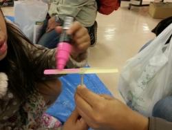 【子供と遊ぶ】 竹とんぼ工作、竹とんぼ飛ばし競争に子供夢中♪