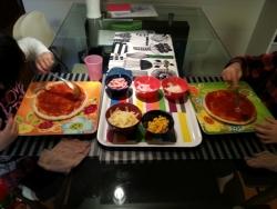 子供と自宅ピザ作り!具のトッピングで盛り上がる