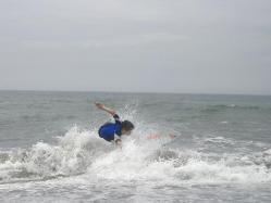 【お得情報】 【スキムボード】サーフィンでもないボディーボードでもない海のスポーツ♪