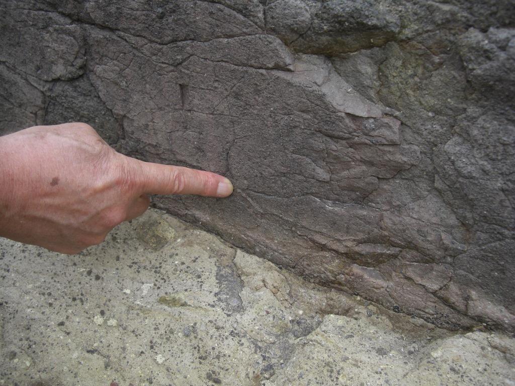 Fk-1断層面に見られる鏡肌と条線
