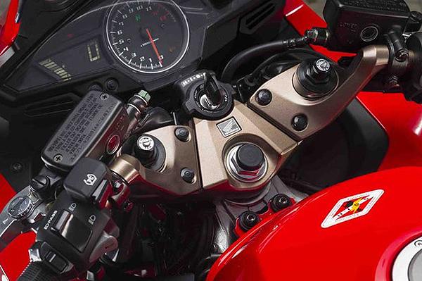 HondaVFR800_03-L.jpg