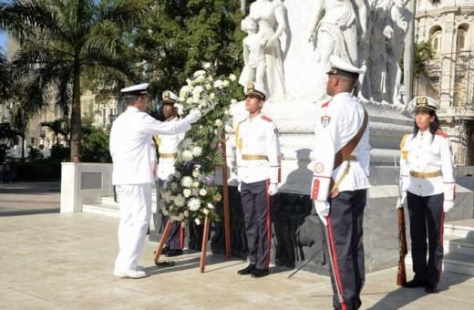 7月6日 ハバナ ホセ・マルティ・メモリアル キューバの国民的英雄「ホセ・マルティ像」に献花