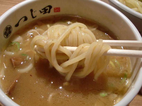 つじ田@日本橋・20131102・麺上げ