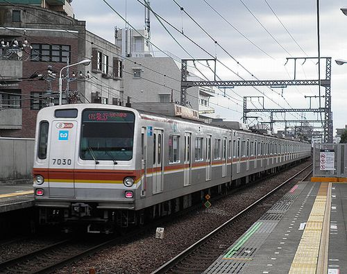 東京メトロ7130F(東急東横線祐天寺駅・2013年4月4日)