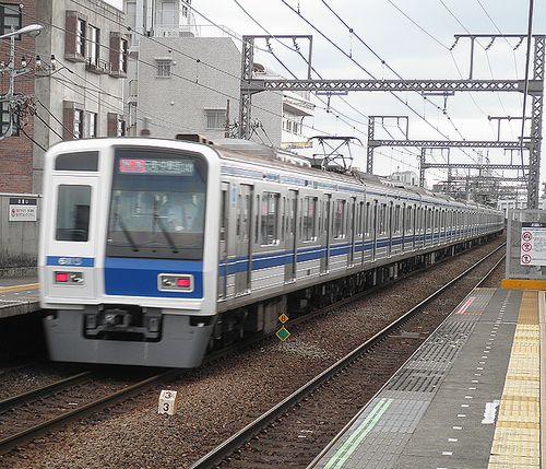 西武6115F(東急東横線祐天寺駅・2013年4月4日)