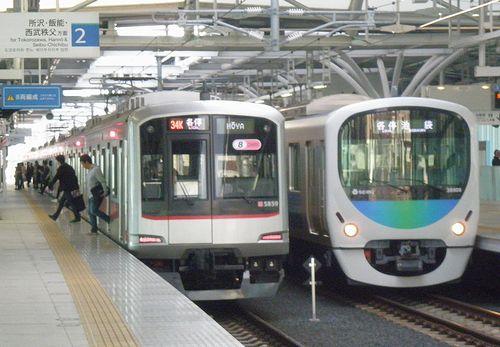 東急5050系と西武30000系の並び(石神井公園駅・2013年4月4日)