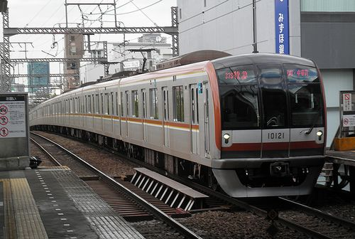 東京メトロ10021F(東急東横線祐天寺駅・2013年4月4日)