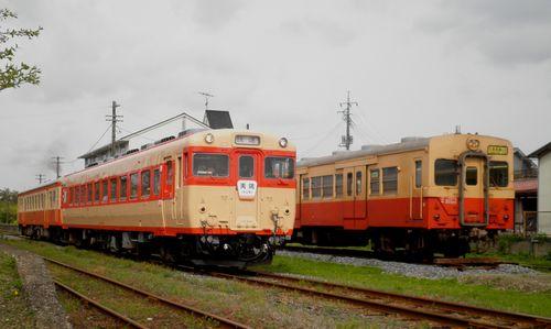 いすみ鉄道・キハ28 2346+キハ52 125(左)・キハ30 62(右)(2013年4月6日・国吉駅)