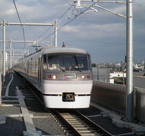 西武10000系特急「ちちぶ」(2013年4月4日・石神井公園駅)