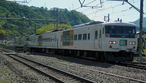 宮オオ185系B5編成(9061M「はまかいじ号」)(2013年5月3日・鳥沢駅)