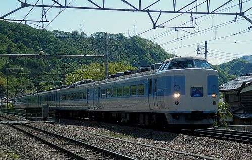 八トタ183系M50編成(8571M「ホリデー快速河口湖1号」)(2013年5月3日・鳥沢駅)